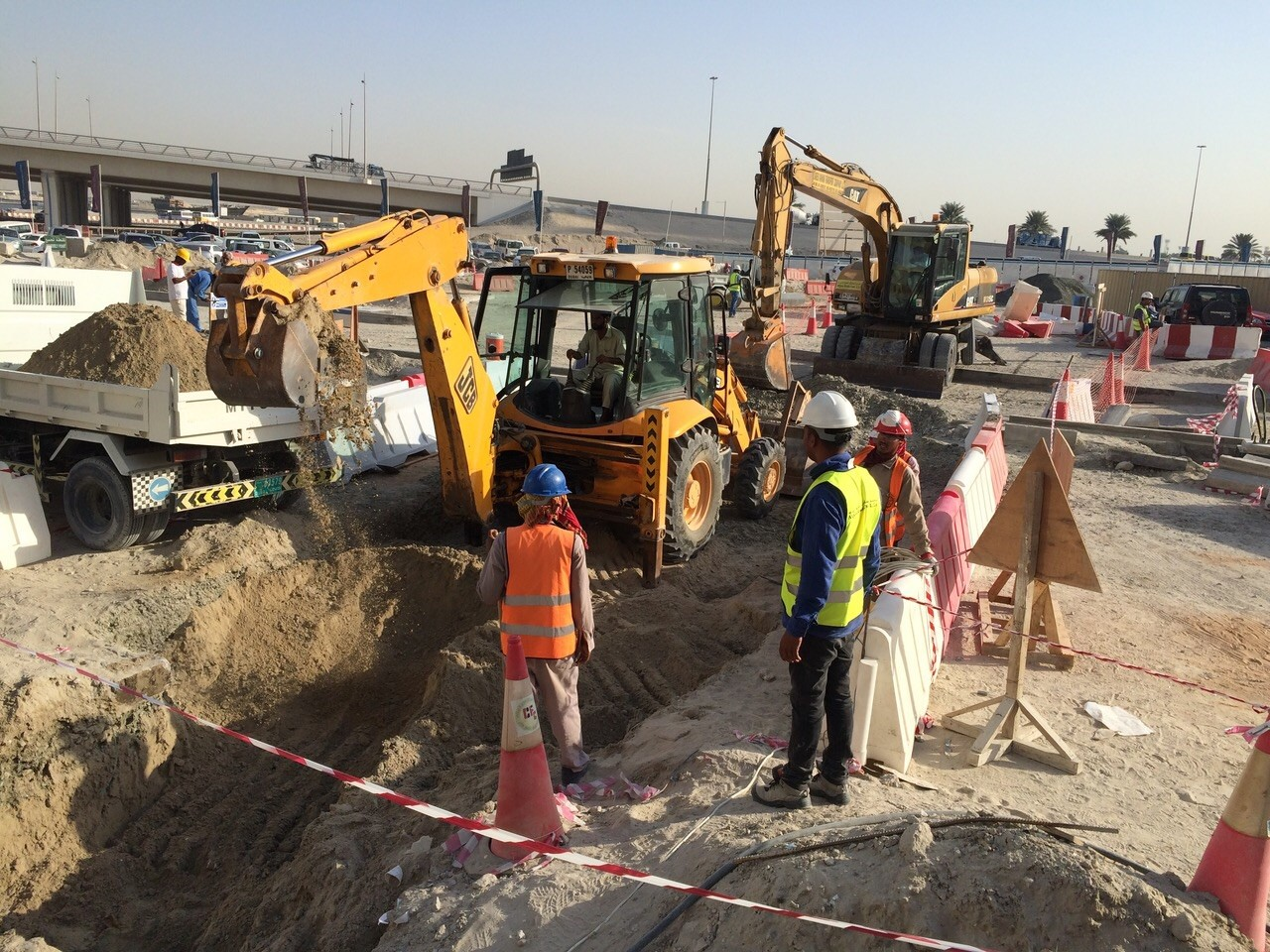 OPEN CUT ROAD CROSSING WORK AT PALAZZO VERSACE AND D1 TOWER CULTURE VILLAGE - AL JADAF – FOR EMICOOL